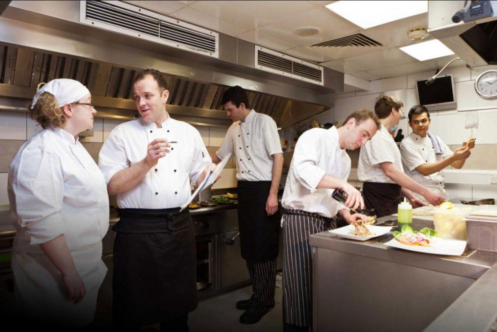 Tuyển chọn nhân viên chuyên nghiệp mô hình nhà hàng